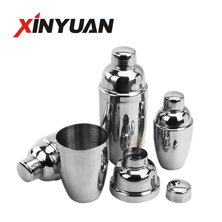 Cocktail Shaker Stainless Steel Bartenders Family Gathering Kit Has A Filter and Lid FT-02801